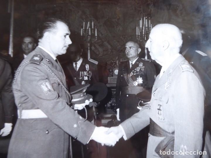FOTOGRAFÍA RECEPCIÓN FRANCO OFICIALES DEL EJÉRCITO ESPAÑOL. VETERANOS DIVISIÓN AZUL (Militar - Fotografía Militar - Otros)