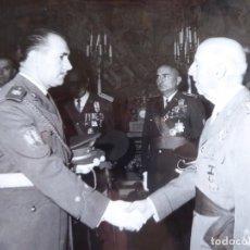 Militaria: FOTOGRAFÍA RECEPCIÓN FRANCO OFICIALES DEL EJÉRCITO ESPAÑOL. VETERANOS DIVISIÓN AZUL. Lote 224857866