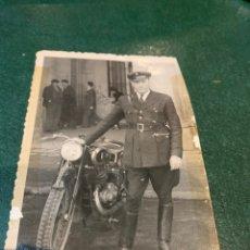 Militaria: FOTOGRAFÍA MOTORISTA PARECE DEL CUERPO DE SEGURIDAD. Lote 225201900