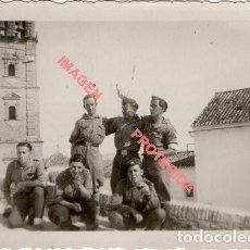Militaria: GUERRA CIVIL, SOLDADOS EN EL FRENTE DE ARAGON,86X62MM. Lote 225996100
