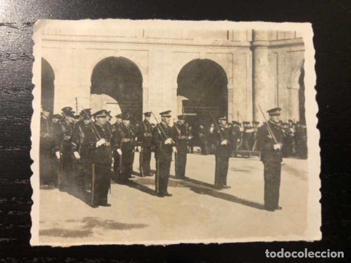 FOTOGRAFÍA INFANTERÍA DE MARINA DESFILE TEAR SAN FERNANDO (Militar - Fotografía Militar - Otros)