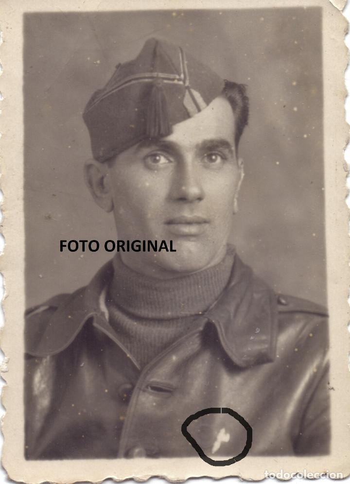 FOTO ESTUDIO OFICIAL CTV ITALIANO INSIGNIA FASCISTA GUERRA CIVIL (Militar - Fotografía Militar - Guerra Civil Española)