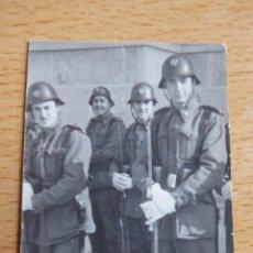Militaria: FOTOGRAFÍA SOLDADOS DEL EJÉRCITO ESPAÑOL. ALICANTE 1950. Lote 230103500