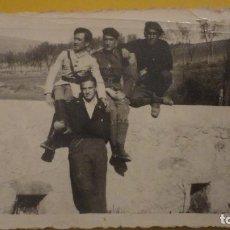 Militaria: ANTIGUA FOTOGRAFIA.MILITARES.GUERRA CIVIL.CAMPAÑA DE ARAGON.HUESCA 1938.. Lote 230779345
