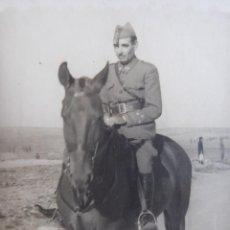 Militaria: FOTOGRAFÍA CAPITÁN INFANTERÍA DEL EJÉRCITO NACIONAL. FOTO GARCIA MELILLA 1936. Lote 231755915