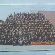 Militaria: GRAN FOTO DE LA MILI: SOLDADOS C.I.R. Nº 8 POSANDO, RABASA. DE JUANRAMON ALICANTE.. 20,5 X 27,5 CM. Lote 232447575