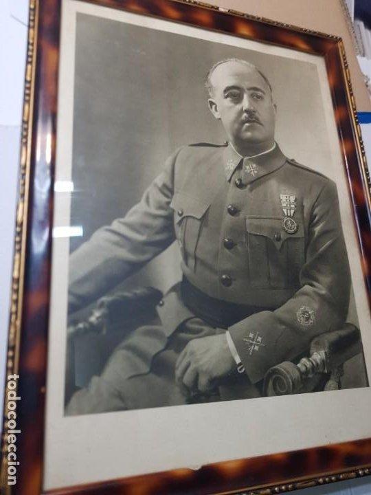 FOTOGRAFIA DE FRANCISCO FRANCO CON MARCO Y CRISTAL GRANDE (Militar - Fotografía Militar - Guerra Civil Española)