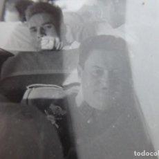 Militaria: FOTOGRAFÍA CAPITÁN DEL EJÉRCITO ESPAÑOL. EMBLEMA ESPECIALISTA CARROS DE COMBATE. Lote 233397190