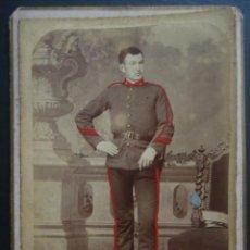 Militaria: FOTOGRAFÍA DE MILITAR DEL AÑO 1893, REALIZADA EN BARCELONA POR R. AREÑAS , VER FOTOS Y COMENTARIOS. Lote 234525365