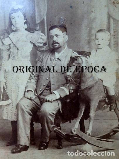 Militaria: (JX-210113)Fotografía familiar de Oficial,Campaña de Cuba,realizada en Otero y Colominas La Habana - Foto 2 - 234893290