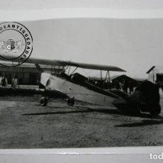 Militaria: FOTOGRAFIA ANTIGUA, AVION HISPANO SUIZO E-34 DE LA GUERRA CIVIL EN AERODROMO. Lote 235359520
