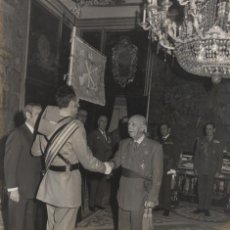 Militaria: FRANCO, AUDIENCIA MILITAR (15/01/1975).. Lote 237658140