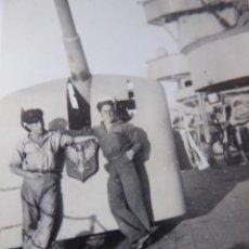 Militaria: FOTOGRAFÍA MARINEROS CRUCERO LIGERO NAVARRA. ARMADA NACIONAL GUERRA CIVIL. Lote 238011145