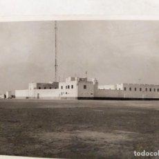 Militaria: SAHARA ESPAÑOL. FOTOGRAFIA DEL CUARTEL DE VILLA CISNEROS (ACTUAL DAKHLA). 1945. Lote 240163380