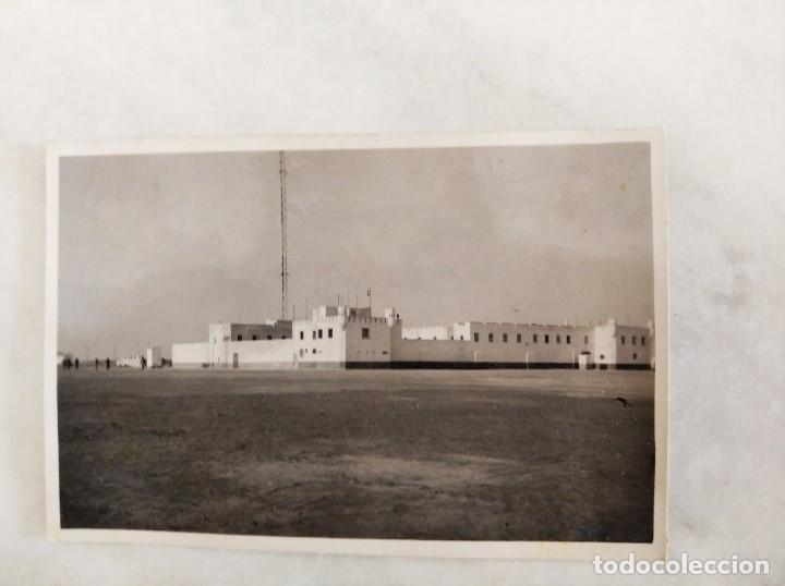 Militaria: SAHARA ESPAÑOL. FOTOGRAFIA DEL CUARTEL DE VILLA CISNEROS (ACTUAL DAKHLA). 1945 - Foto 2 - 240163380