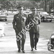 Militaria: JEFE DEL ESTADO MAYOR CENTRAL DEL EJÉRCITO EMILIO VILLAESCUSA REUNION CON PRESIDENTE ADOLFO SUAREZ. Lote 241004905
