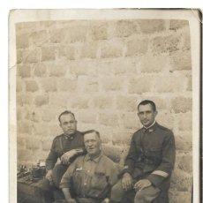 Militaria: FOTOGRAFÍA DE VARIOS MILITARES EN MELILLA FECHADA EN EL AÑO 1928. Lote 241231340