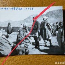 Militaria: FOTOGRAFÍA ANTIGUA. ZOCO EL ARBAA. FOTÓGRAFO LABORATORIOS ROS.CEUTA. FOTO AÑO 1938. MILITAR.. Lote 242121610