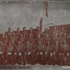 Militaria: FOTOGRAFÍA SOBRE PLACA DE METAL, MILITARES, CUARTEL, ESPAÑA, HACIA 1950-1960. Lote 244483975