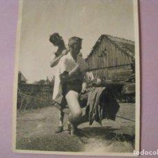 Militaria: FOTO DE SOLDADOS ALEMANES EN RUSIA. 1941. PAPEL AGFA BRAVIA. 10,5X8,5 CM.. Lote 244765375
