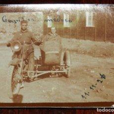 Militaria: FOTOGRAFIA DE CAPITAN MEDICO EN MOTO CON SIDECAR, EN EL HOSPITAL DE CALA BONITA EN MARRUECOS, GUERRA. Lote 244788275