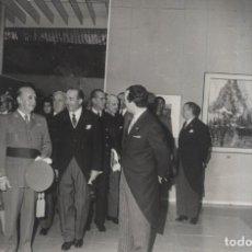 Militaria: FRANCO Y SU ESPOSA INAUGURANDO LA EXPOSICION NACIONAL DE BELLAS ARTES DEL AÑO 1962. (29/05/1962). Lote 244983965