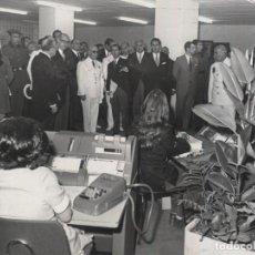 Militaria: FRANCO VISITANDO LAS OFICINAS DEL SEGUNDO FONDO BIBLIOGRAFICO DE ESTADISTICA . (12/07/1972). Lote 244986230