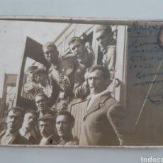 Militaria: LOTE DE 2 POSTALES FOTOGRÁFICAS SOLDADOS EN TREN DATADA EN MÁLAGA EN 1921. Lote 245405165