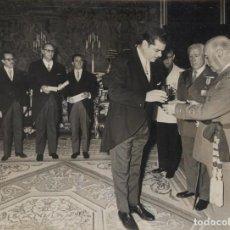 Militaria: AUDIENCIA DEL CAUDILLLO (08/02/1967) AYUNTAMIENTO DE AMPOSTA (TARRAGONA). Lote 245929085