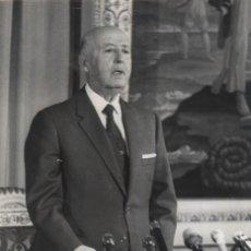 Militaria: EL CAUDILLO DURANTE EL MENSAJE DE LAS NAVIDADES DE 1970. (31/12/1970). Lote 246040215