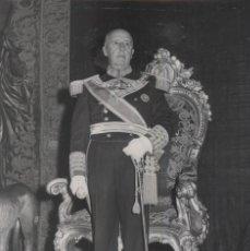 Militaria: RECEPCION PALACIO REAL CELEBRACION DEL DIA DEL CAUDILLO.FOTO ORIGINAL DE SANTOS YUBERO (02/10/1966). Lote 246435900