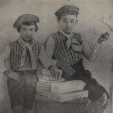 Militaria: FOTO DE FRANCO Y SU HERMANO DE PEQUEÑOS. (13/11/1964). Lote 246439800