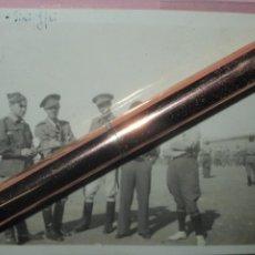 Militaria: VISITA GUERRA CIVIL ESPAÑA I 1940 OFICIALES REGULARES DE LEGION LLEGADOS DEL FRENTE A IFNI. Lote 246706540
