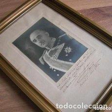 Militaria: FOTOGRAFIA ENMARCADA DEL CAUDILLO GENERALISIMO FRANCO DEDICADA A UN COMPAÑERO DE ACADEMIA. ANO 1944.. Lote 246963670
