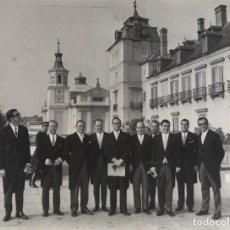 Militaria: JUNTA DIRECTIVA DE TECNIBERIA PRESIDIDA POR JOAQUIN GUTIERREZ CANO JUNTO AL PALACIO DEL PARDO 1969. Lote 247691905