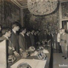 Militaria: FRANCO AUDIENCIA A LOS CAMPEONES NACIONALES XXIII CONCURSO JUVENIL DE FORMACION PROFESIONAL 1970 .. Lote 247692100