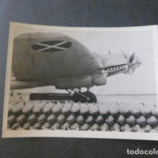 Militaria: AVILA GUERRA CIVIL AERODROMO LEGION CONDOR AVION Y BOMBAS ANTIGUA FOTOGRAFIA 9 X 12 CMTS. Lote 248230695