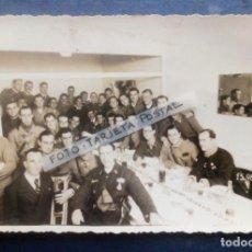 Militaria: LA CORUÑA 1936 - FOTO TARJETA POSTAL COMIDA DEL REGIMIENTO DE ARTILLERÍA -. Lote 249043095