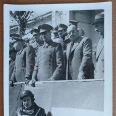Militaria: FOTO POSTAL DESFILE MILITAR AUTORIDADES PROBABLEMENTE EN BURGOS. Lote 251335305