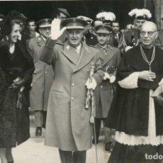 Militaria: FRANCO Y CARMEN POLO CON CARDENAL PLA Y DENIEL AL SALIR BASILICA DEL VALLE DE LOS CAIDOS 2/4/1964. Lote 252575915