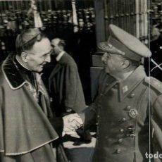 Militaria: HOMENAJE DE ESPAÑA AL PAPA , EL CAUDILLO SALUDANDO AL NUNCIO DE SU SANTIDAD (03/03/1956). Lote 252575930