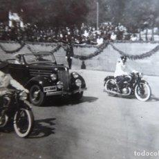 Militaria: FOTOGRAFÍA COCHE ESCOLTADO MOTORISTAS GUARDIA DE FRANCO. 18-7-1940. Lote 254379290
