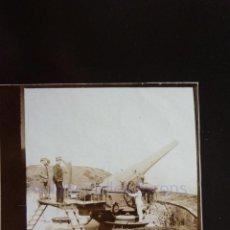 Militaria: FOTOGRAFÍA ANTIGUA. LAS PALMAS DE G.C. CAÑÓN Y ARTILLEROS. ÉPOCA ALFONSO XIII (9 X 6 CM). Lote 257593495