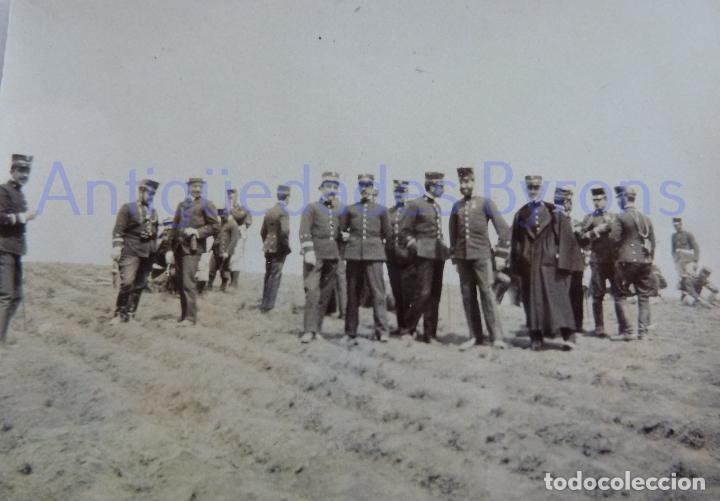 Militaria: FOTOGRAFÍA ANTIGUA. LAS PALMAS DE G.C. OFICIALES. ÉPOCA ALFONSO XIII (8 X 8 CM) - Foto 2 - 257596600