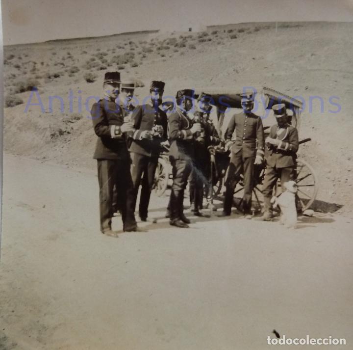 Militaria: FOTOGRAFÍA ANTIGUA. LAS PALMAS DE G.C. OFICIALES. ÉPOCA ALFONSO XIII (8 X 8 CM) - Foto 2 - 257597725