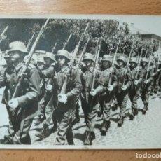 Militaria: FOTOGRAFIA DESFILE MILITAR. A IDENTIFICAR... Lote 258108795