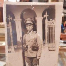 Militaria: ANTIGUA FOTOGRAFIA MILITAR FUSIL Y BAYONETA CUARTEL. Lote 260834475