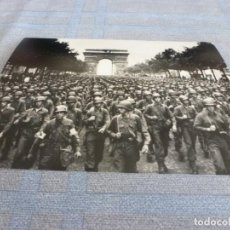 Militaria: COPIA DE FOTO MATE (11 X 15) CON ESCENAS DE LA SEGUNDA GUERRA MUNDIAL. Lote 261262285