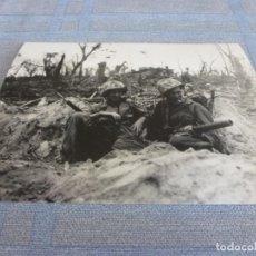 Militaria: COPIA DE FOTO MATE (11 X 15) CON ESCENAS DE LA SEGUNDA GUERRA MUNDIAL. Lote 261262375