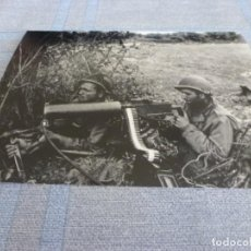 Militaria: COPIA DE FOTO MATE (11 X 15) CON ESCENAS DE LA SEGUNDA GUERRA MUNDIAL. Lote 261262545